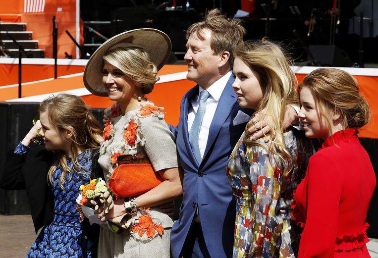 Koning Willem-Alexander, koningin Máxima en de prinsessen Amalia, Alexia en Ariane tijdens Koningsdag 2019 in Amersfoort.  Beeld ANP