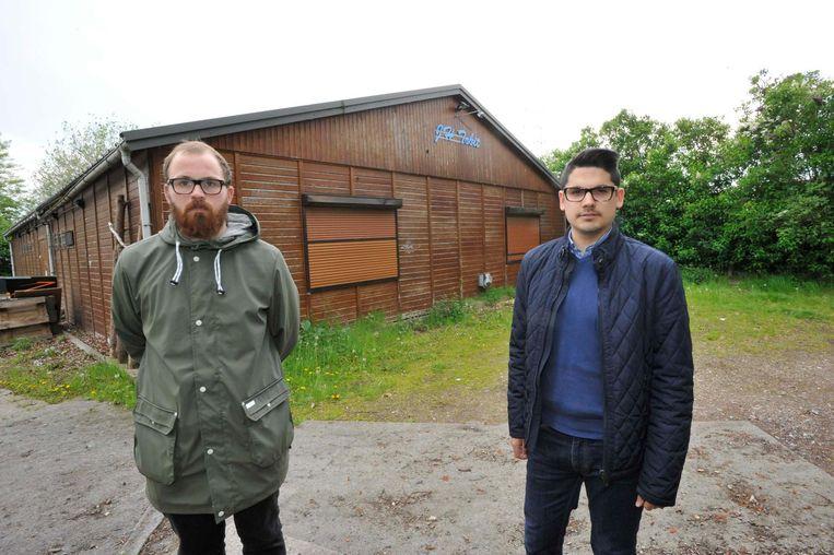 Thomas De Mey en Remy Esquiliche aan jeugdhuis Tobit.