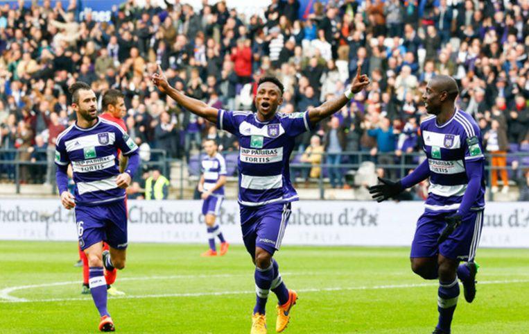 Ezekiel viert, maar het is De Bock die Club 0-2 achter brengt met een eigen doelpunt.