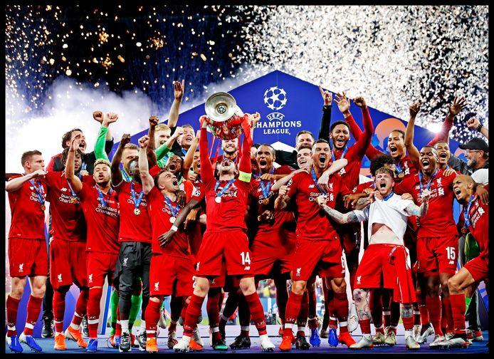 Liverpool mag de cup met de grote oren omhoog tillen. Zij winnen de Champions League finale met 2-0 van Tottenham Hotspur.