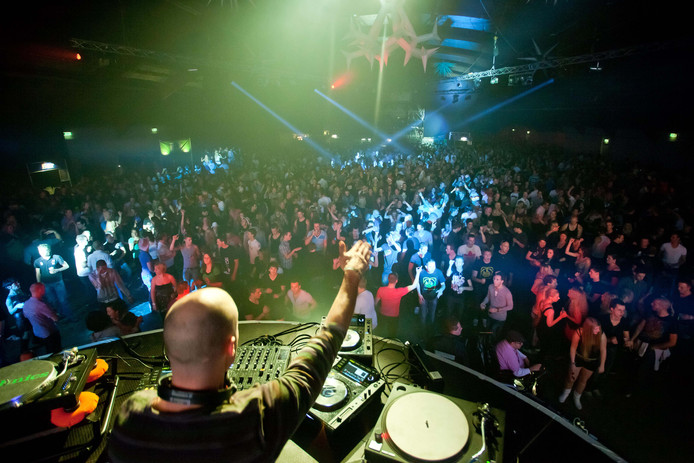 De eerste indoorversie van Fusion of Dance in de IJsselhallen, in 2010, werd bezocht door 7.500 mensen. Organisator John Althoff: ,,Eurovisie Songfestival in de Zwolse IJsselhallen, waarom niet? Durf te dromen, toch?''