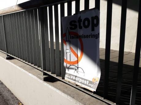 Posters tegen islamisering opgehangen in Ede-Zuid