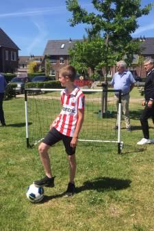 Het heeft lang geduurd, maar eindelijk heeft Luuk (13) zijn voetbaldoeltjes: 'Missie geslaagd'