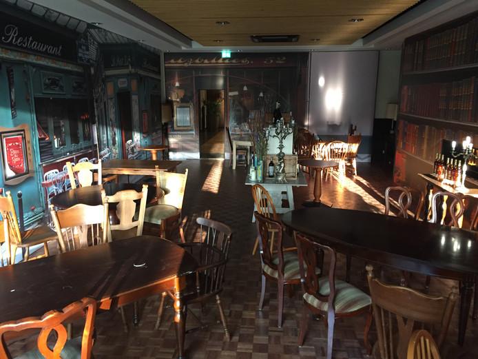 Tafels, stoelen: het interieur pop-up restaurant Au Raisin in De Druiventros staat te koop