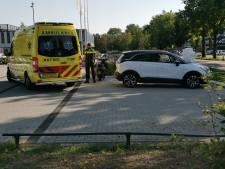 Brommerrijder raakt gewond bij botsing met auto in Ede