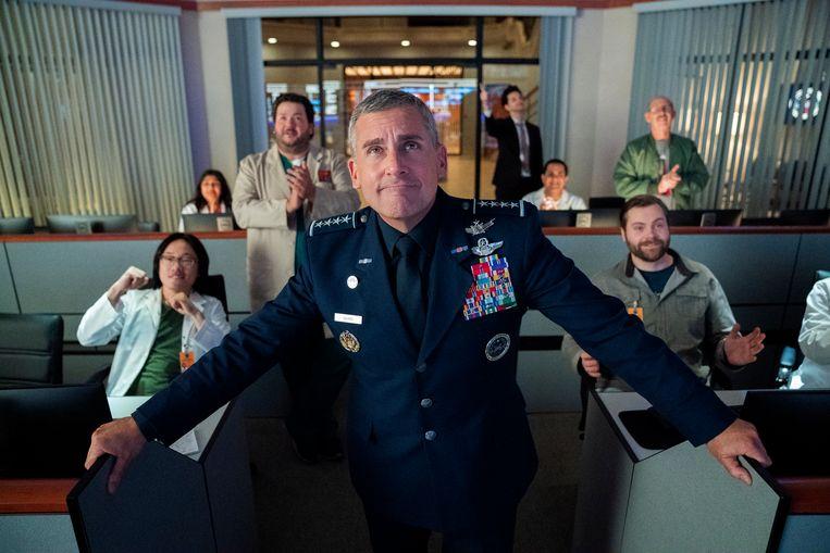 Steve Carell probeert als generaal Naird project Space Force van de grond te krijgen. Beeld AP
