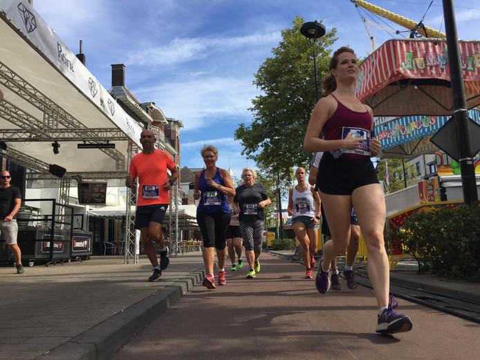 Tilburgse Kermisrun: fun & run langs en door de Tilburgse kermis