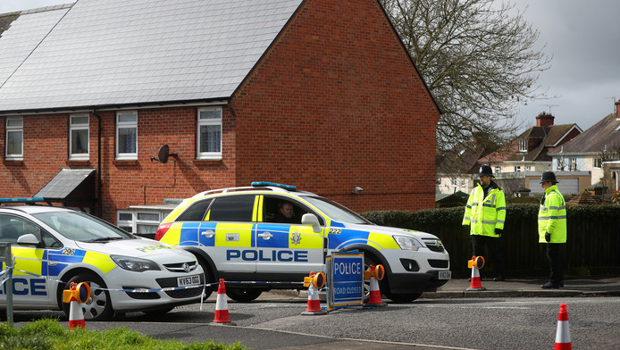 Des policiers surveillant la maison des Skripal après leur empoisonnement.