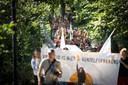 Demonstranten tijdens de vrouwenmars in het centrum van Utrecht.