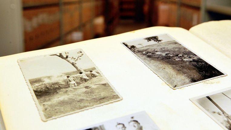 Een foto van een executie in voormalig Nederlands-Indie, in een fotoboek dat onlangs werd gevonden in een vuilcontainer. De fotos komen uit het prive-album van een soldaat uit Enschede die in 1947 werd uitgezonden. Het boek is in beheer bij het Stadsarchief Enschede. Beeld anp