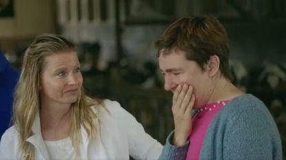 De geboorte van een kalfje zorgt voor tranen van geluk in 'Boer zkt Vrouw'