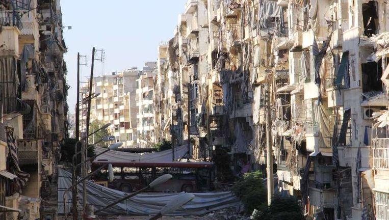 Verwoeste straten in de Syrische stad Aleppo Beeld ap