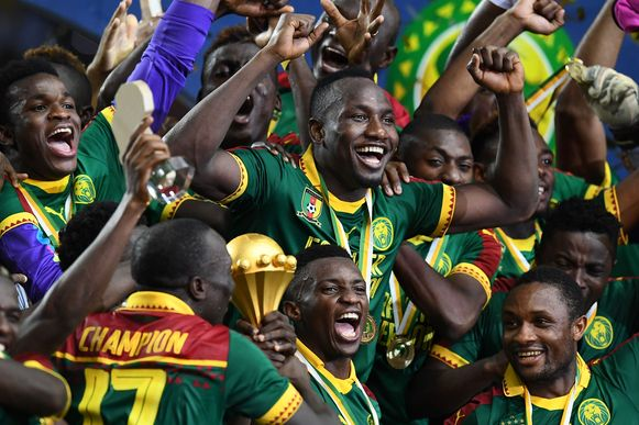 De spelers van Kameroen vieren hun zege in de Africa Cup van 2017.