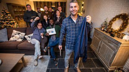 Vrienden halen hilarische grap uit: Jo's verloren gewaande jas reist één jaar lang de hele wereld af