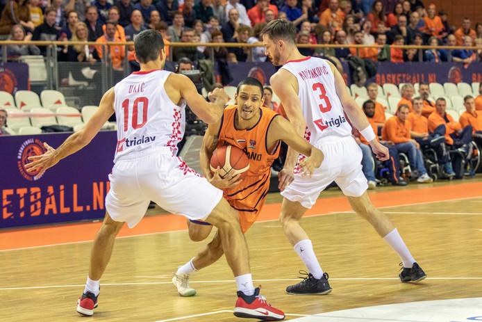 Worthy de Jong glipt voorbij Leni Ukic en Pavle Marcinkovic.