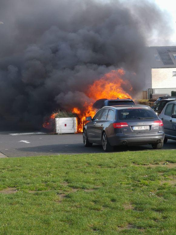 De BMW X5 45e brandde volledig uit.