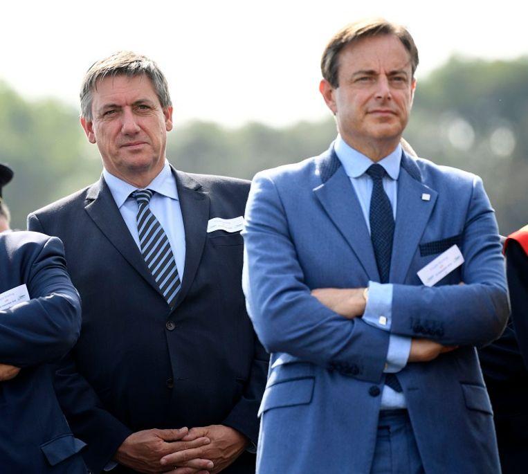 N-VA-voorzitter Bart De Wever reageerde scherp op de uithaal van de Partido Popular, de partij van de Spaanse premier Mariano Rajoy, aan het adres van minister van Binnenlandse Zaken Jan Jambon (N-VA).