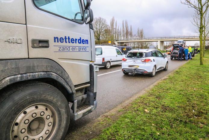Vrachtwagen botste achterop personenwagen op de Europaweg in Helmond.