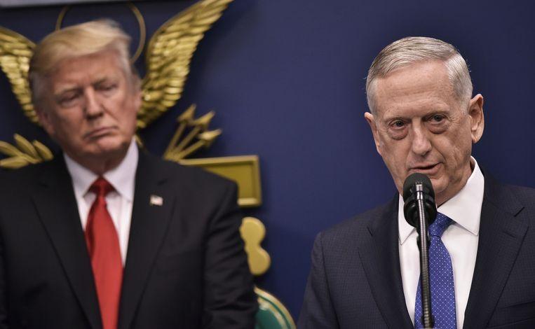 Trump (links) en Mattis in 2017. Beeld AFP