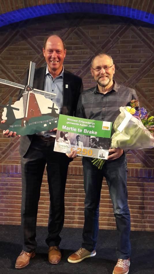 Molenaar Martie te Brake heeft de monumentenprijs 2019 van de gemeente Aalten gekregen.