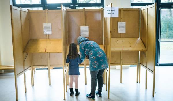 Nek-aan-nekrace bij referendum: nee-kamp staat op winst