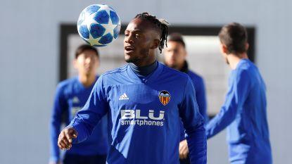 FT buitenland (10/11). Sterling verlengt tot 2023 bij Man City en tekent monsterdeal - Batshuayi valt uit de selectie bij Valencia - Mertens weer fit