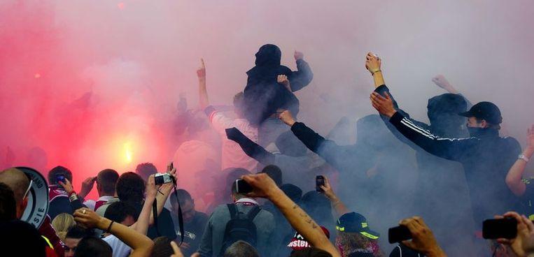 Supporters van Ajax tijdens de huldiging op het Museumplein. Foto Beeld anp