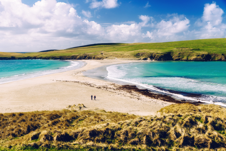 Een zandbank verbindt St Ninian's Isle met Mainland.