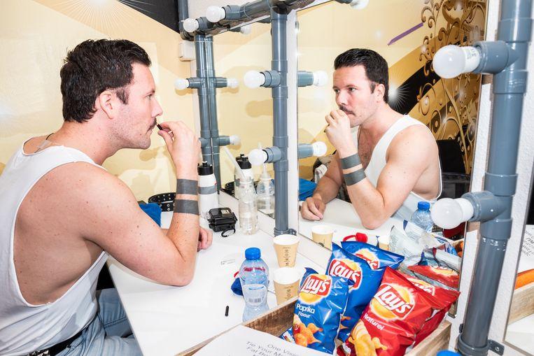 Timothy Deelstra/Drake transformeert tot Freddie Mercury. Beeld Simon Lenskens