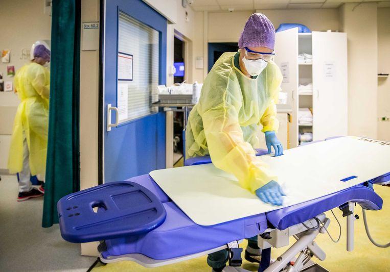 Zorgmedewerksters op de intensive care (IC) van het HMC Westeinde Ziekenhuis in Den Haag. Beeld ANP