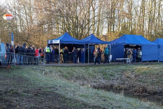 Politie, gemeente Beuningen en de Belastingdienst houden een grote controle bij recreatiepark De Groene Heuvels in Ewijk.