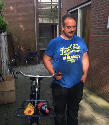 Fietsenvisser Matthieu uit Middelburg is boos: wie heeft zijn kar gestolen?
