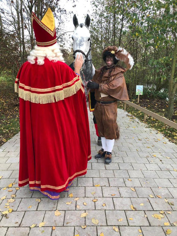 Sinterklaas en Amerigo op de Avonturenboerderij Molenwaard in Groot-Ammers.