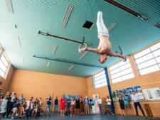 Yuri van Gelder geeft startsein verkoop Buurten in Besoyen in Waalwijk: 'Volgend jaar wil ik naar de Olympische Spelen'