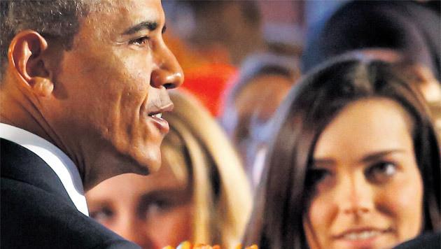 Courtney (rechts) gaf de Amerikaanse president een hand.
