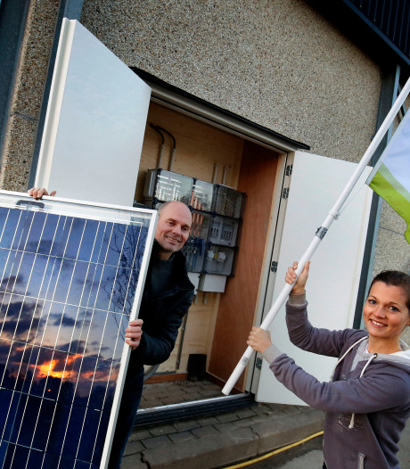 Dak van boerenschuur met 250 zonnepanelen in Hank is een lokale 'energiecentrale'