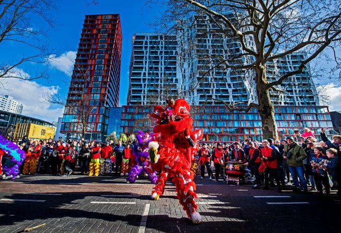 De viering van het Chinees Nieuwjaar in Rotterdam trekt altijd veel publiek. De organisatie houdt daarom samen met de GGD de ontwikkelingen rond het coronavirus nauwlettend in de gaten.
