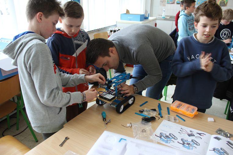 Leerlingen in actie tijdens het project JCI Transformers