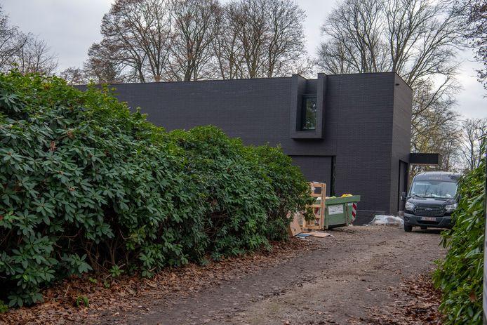 Het nieuwe huis van Guus Meeuwis op de Bredaseweg