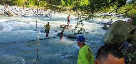 Doden na instorten voetgangersbrug op Sumatra