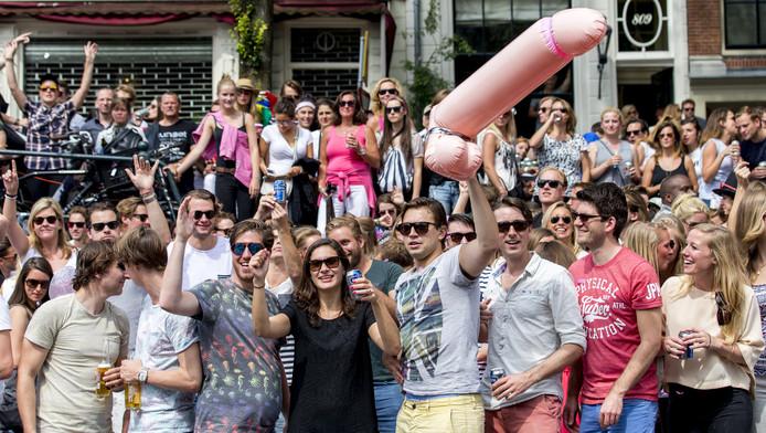 Volgens een onderzoeker is grofweg de helft van deze bezoekers van de Gay-Pride drager van het homo-gen.