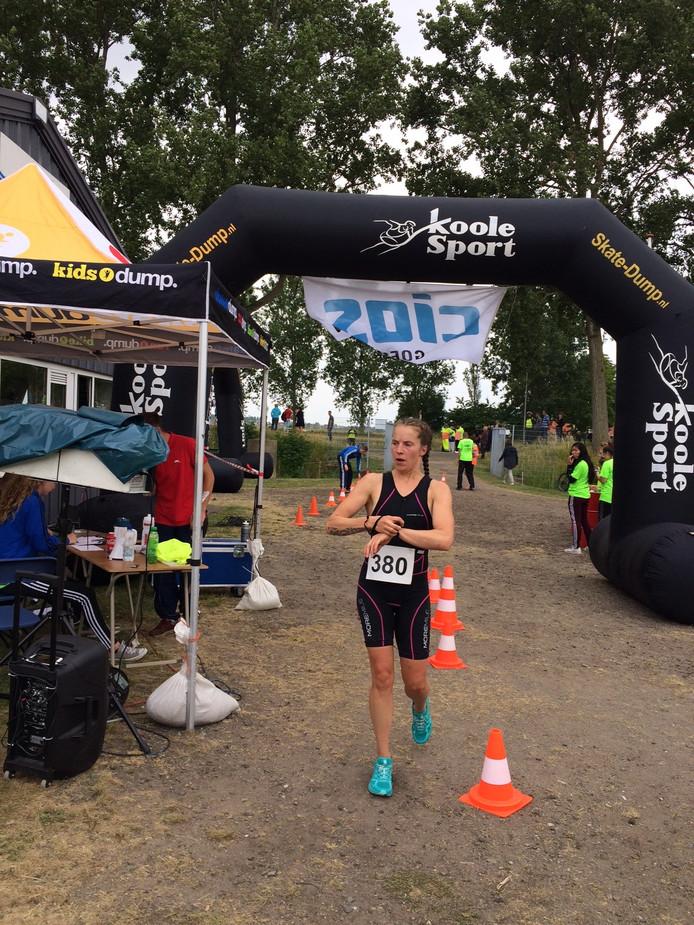 Nelleke Baldé overtrof zichzelf bij de halve triatlon in Almere.