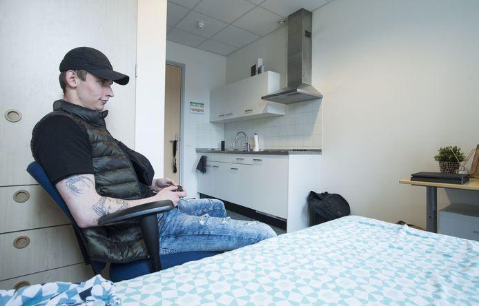 Gesprek met jongere die in regionale opvang voor dakloze jongeren (TOV) in Enschede zit.  Krystian, op de foto, is niet diegene waarmee interview is geweest.