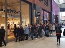 Ellenlange rij bij Flying Tiger in Enschede: alles 'n euro