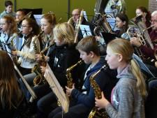 De leerlingen staan in de spotlights bij jeugdmuziekdag in Tricht