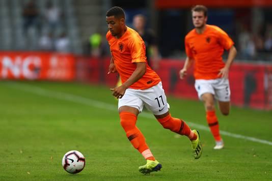 Arnaut Danjuma Groeneveld in actie voor Jong Oranje.