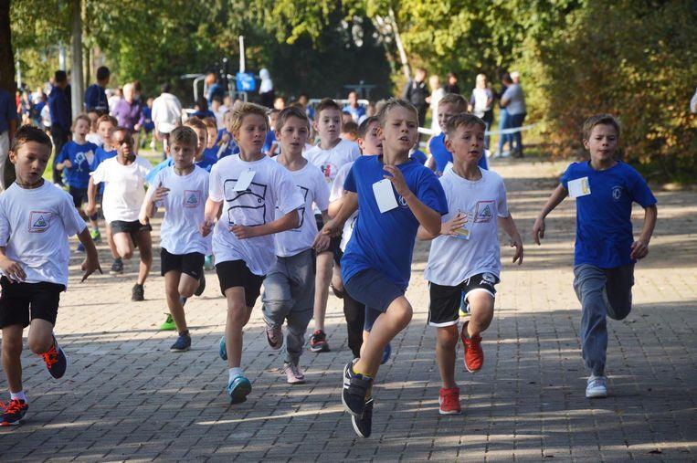 De leerlingen gaven het beste van zichzelf tijdens de scholenveldloop in het Walleken.