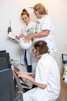 Artsen en verplegers van Ziekenhuis Gelderse Vallei ontsnappen samen uit escape room