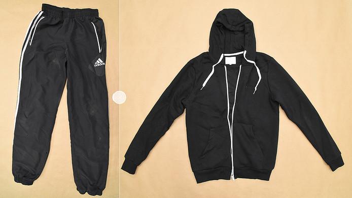 In Zutphen zijn bij het elektriciteitshuisje aan de Valckstraat een trainingsbroek van Adidas en een vest van Primark gevonden.