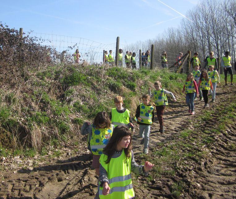 De kinderen lieten zich sponsoren voor de wandeling.